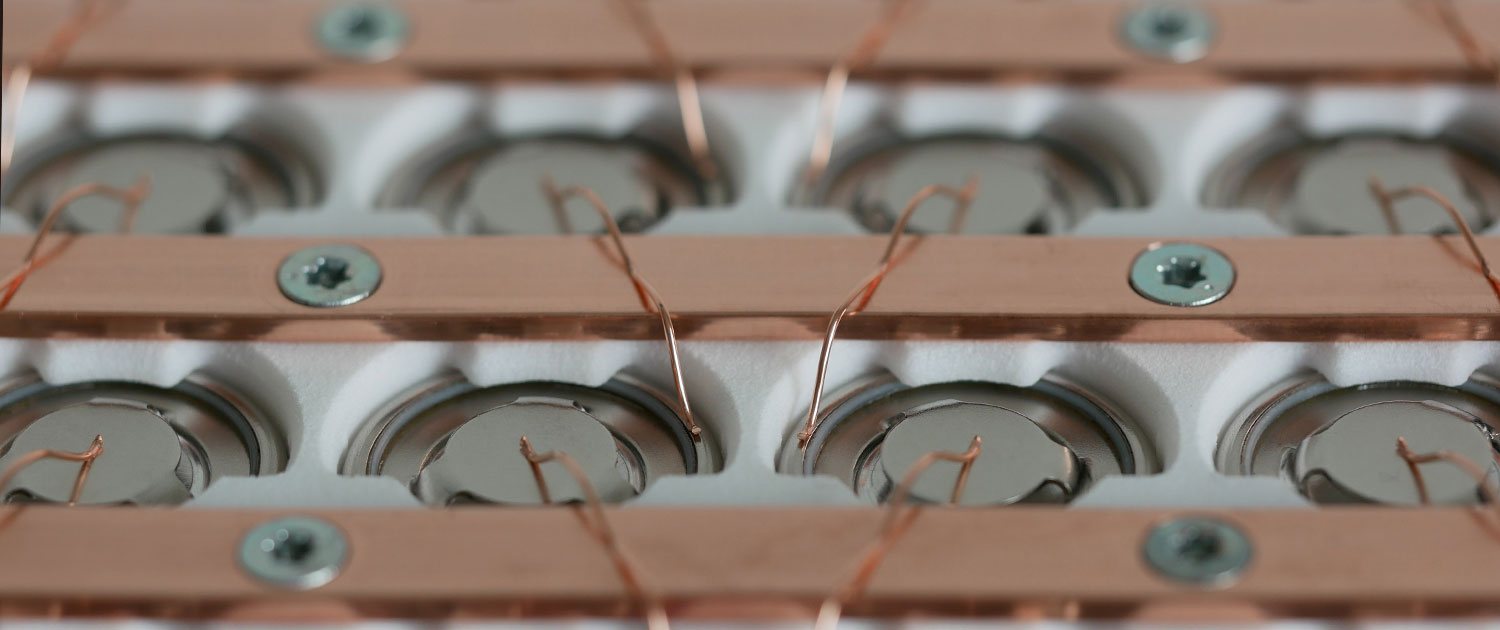 Battery bonding round cells with copper wire